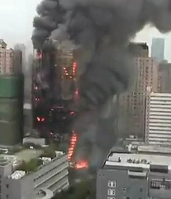Shangai skyscraper burning.jpg
